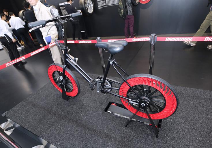 東京モーターショー2017ブリヂストンエアフリータイヤ自転車